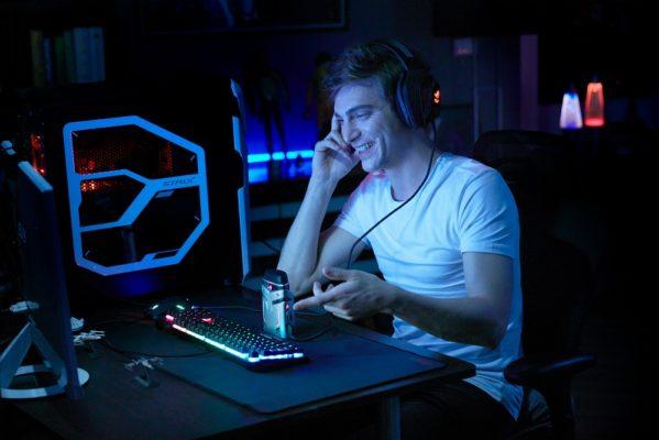 ROG Strix Magnus USB gaming microphone_using scenarion