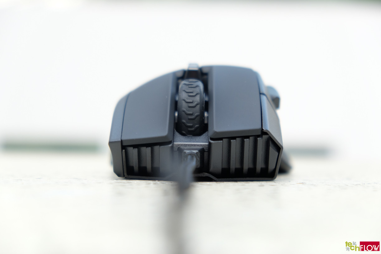 Corsair-IronClaw-RGB-Gaming-Mouse-018