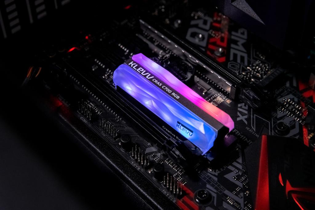 Klevv Crass C700 RGB NVMe M.2 SSD 004