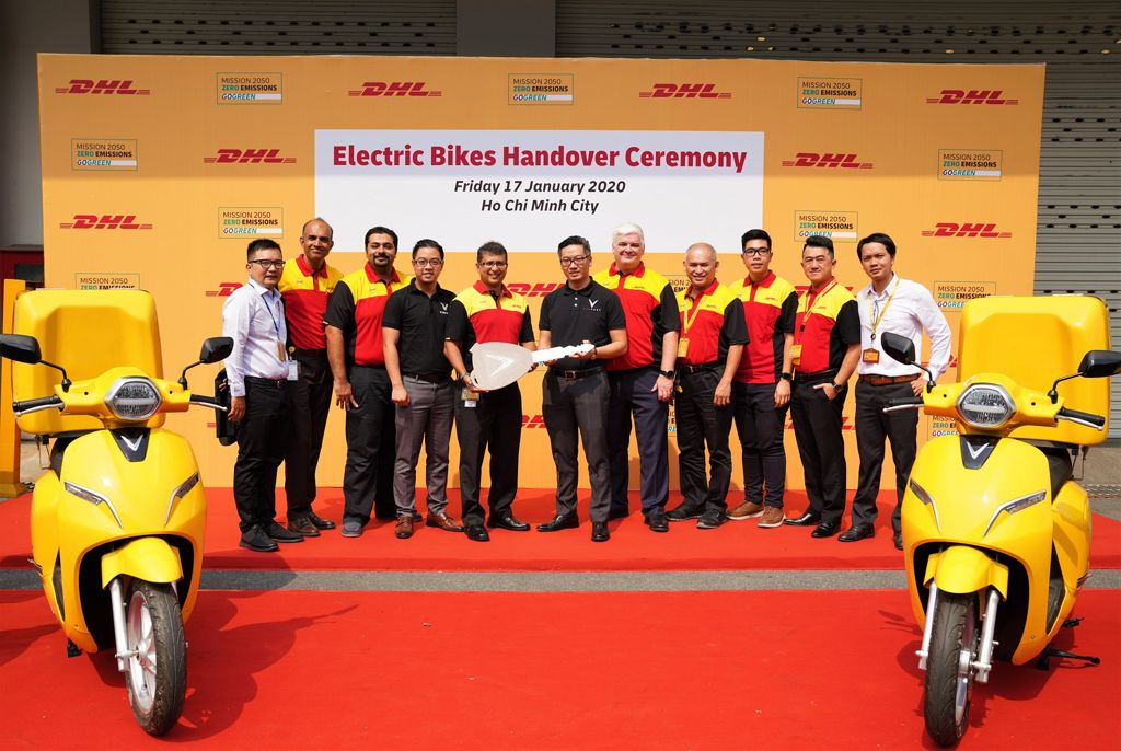 200117 DHL e-bike handovers
