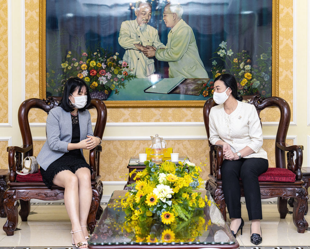 OPPO tang trang thiet bi y te cho Viet Nam