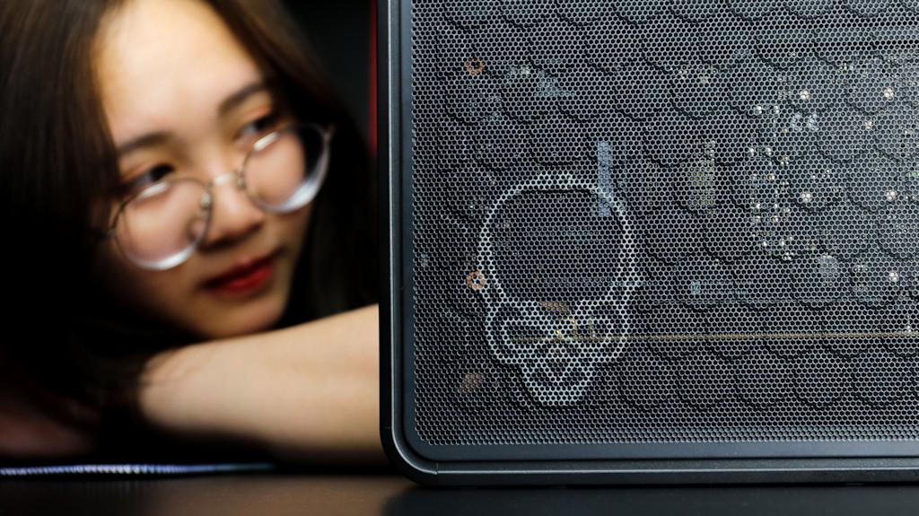 Intel NUC 9 Ghost Canyon Extreme Kit-012