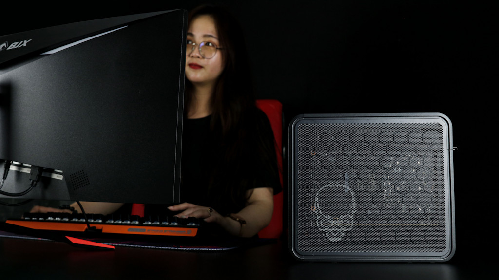 Intel NUC 9 Ghost Canyon Extreme Kit-013