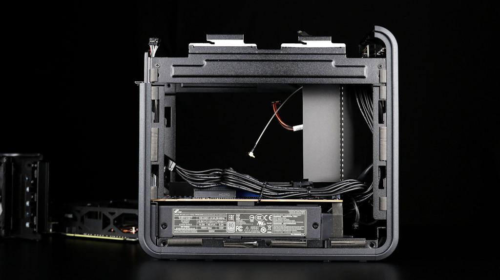 Intel NUC 9 Ghost Canyon Extreme Kit-014